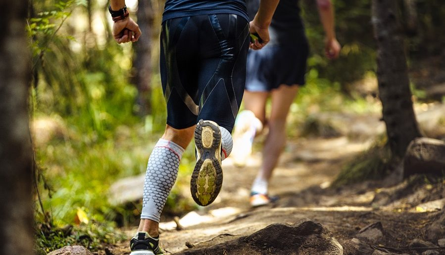man running race in ketosis after taking the best exogenous ketones supplements