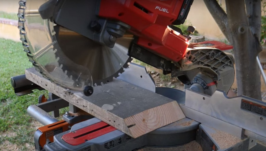 the best battery powered mitre saw sliding compound in action
